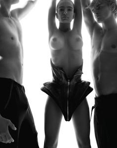 Emily-Ratajkowski-%E2%80%93-Treats%21-Magazine-Naked-Photoshoot-outtakes-%28NSFW%29-r7bdvjvl32.jpg